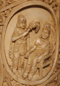 浄飯王 Suddhodna seated on a throne Roundel 2 ivory tusk